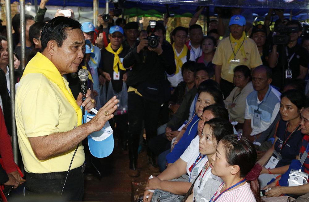 Tayland'da iktidarda olan askeri cuntanın lideri Başbakan Prayuth Çan-oça,  ailelere sabırlı olmalarını ve umutlarını kaybetmemelerini söyledi. Prayuth, İnanç olmalı. İnanç  her şeyi başarıya dönüştüren şeydir. Görevlilere olan inancınızı kaybetmeyin. Güçlü ve cesur çocuklarınıza olan inancınızı yitirmeyin. Her şey normale dönecek ifadelerini kullandı.