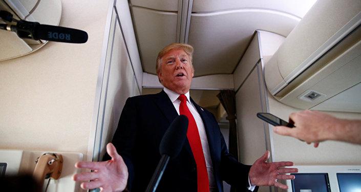ABD Başkanı Donald Trump Air Force One uçağında gazetecilerin sorularını yanıtladı
