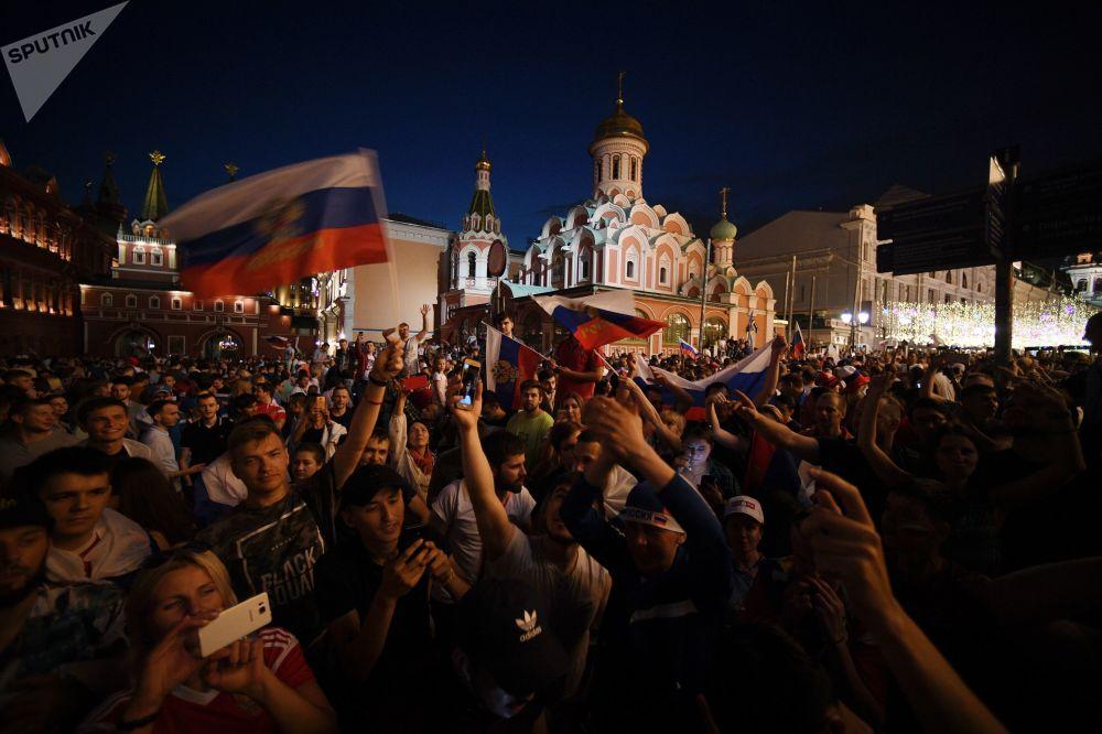 Milli takımın tarihi başarısını coşkuyla kutlayan Rusyadan renkli kareler 90