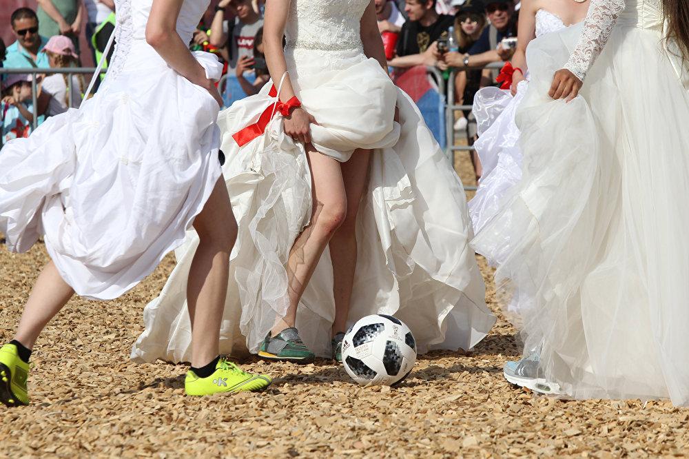 Tataristan'da gelinler futbol maçı yaptı