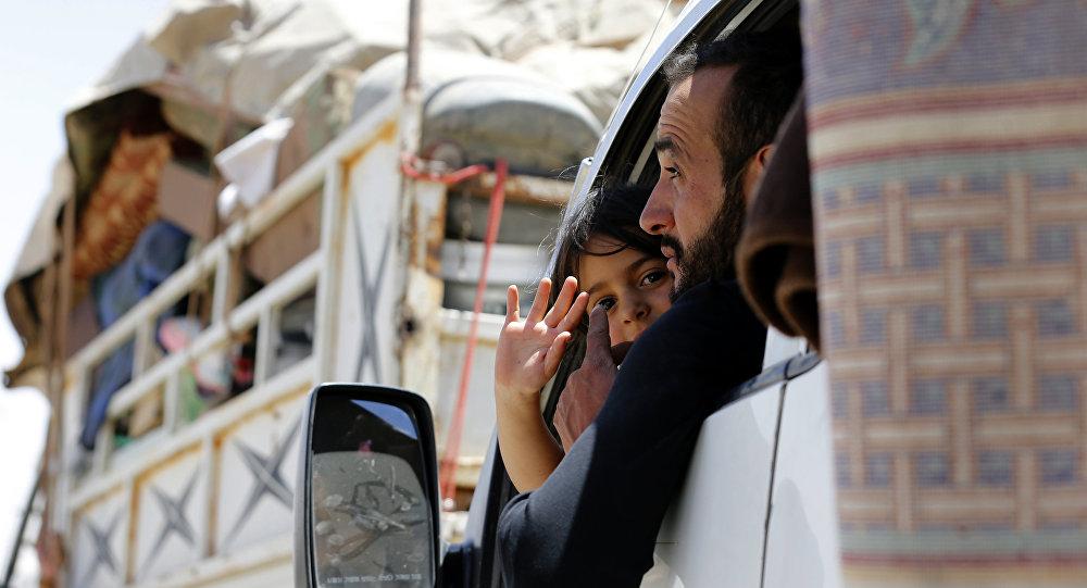 Beyrut ve Şam'ın koordineli operasyonu ile Lübnan'daki sınır kapısından ülkelerine dönen Suriyeli mülteciler