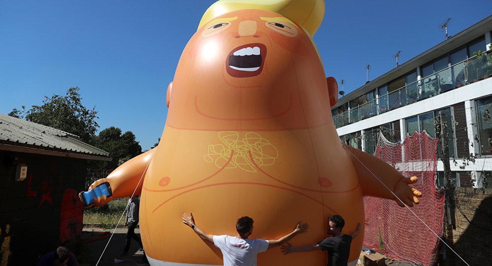 Şişme bebek Trump London göklerinde uçacak
