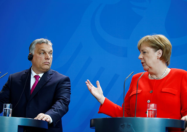 Berlin'deki ortak basın toplantısında Merkel-Orban gerilimi