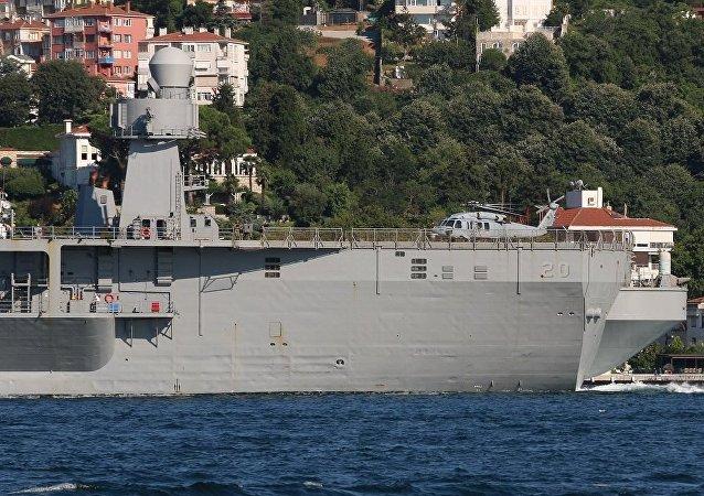 ABD donanmasına ait 20 Borda numaralı USS 'Mount Whitney' adlı gemi