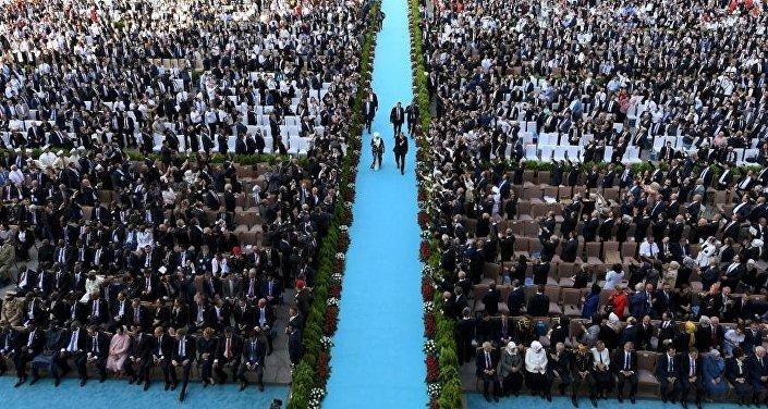 Cumhurbaşkanlığı Göreve Başlama Törenine 22 devlet başkanı, 28 başbakan ve parlamento başkanı ile 6 uluslararası örgütün genel sekreteri katıldı.