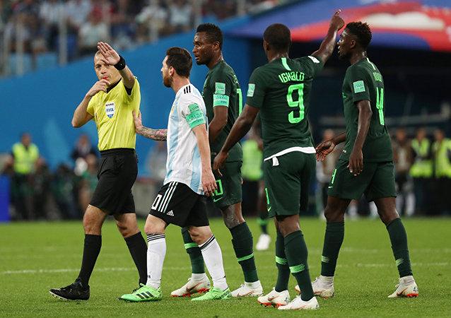 Cüneyt Çakır, 2018 FIFA Dünya Kupası'nda Nigerya-Arjantin maçını yönetirken