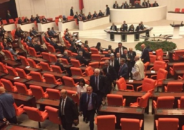 CHP'li vekiller, Süleyman Soylu protesto