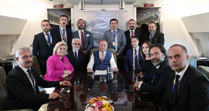 Erdoğan, NATO zirvesi için Brüksel'e giderken.
