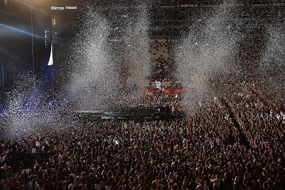 Shakira İstanbul'da konser verdi