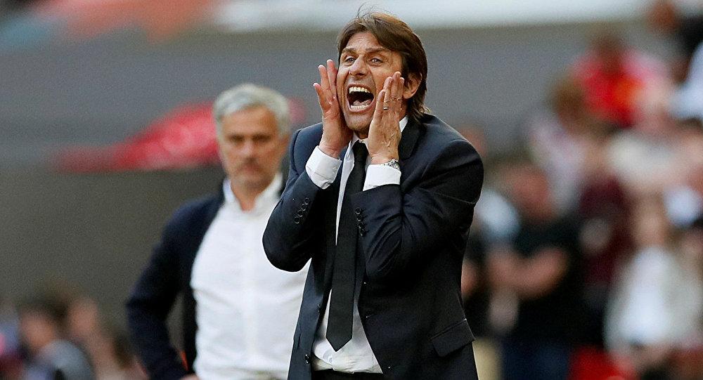 İngiltere Premier Lig ekibi Chelsea'nin yolları ayıdıkları Antonio Conte