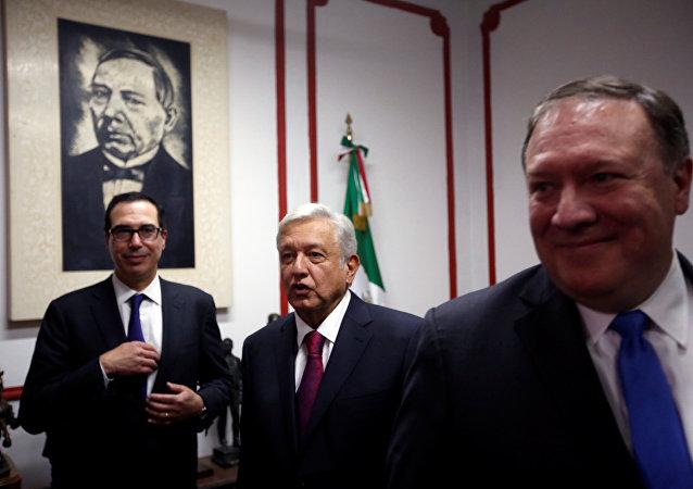 ABD Dışişleri Bakanı Mike Pompeo ve Meksika'nın yeni seçilen Devlet Başkanı Andres Manuel Lopez