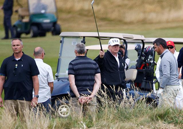 ABD Başkanı Donald Trump İskoçya'da golf oynadı