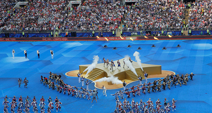 2018 FIFA Dünya Kupası'nın Fransa ile Hırvatistan arasındaki final maçı öncesi sanatçılar Era Istrefi ve Will Smith performanslarını sergiledi.