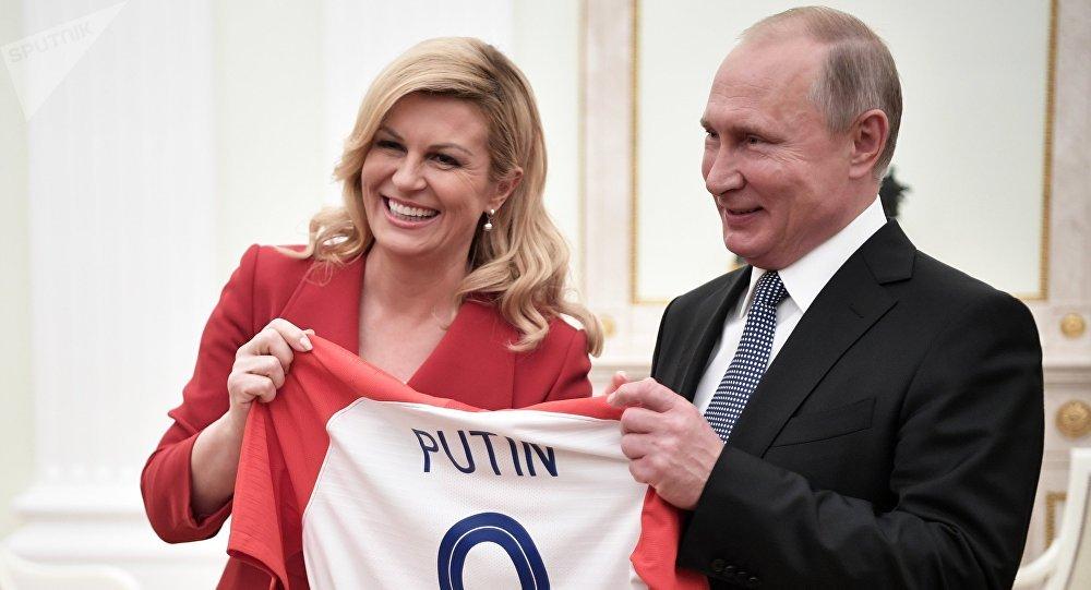 Putin: Rusya'ya bir kez daha gelmek isteyen taraftar için vize sistemini kolaylaştırmayı düşüneceğiz