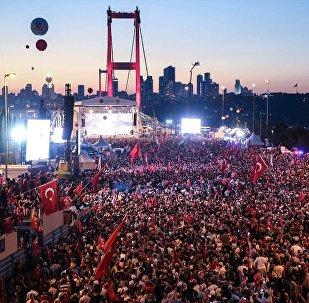 Türkiye Cumhurbaşkanı Recep Tayyip Erdoğan'ın katılımıyla 15 Temmuz Demokrasi ve Milli Birlik Günü Buluşması'nın gerçekleştirildiği 15 Temmuz Şehitler Köprüsü'nde oluşturulan alana vatandaşlar akın etti.