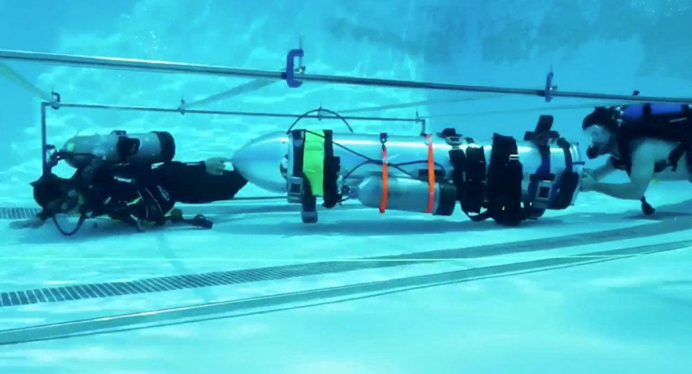 Elon Musk'ın şirketleri SpaceX ve The Boring Company'nin Taylandlı çocukların mağaradan kurtarılması için ürettiği özel denizaltı