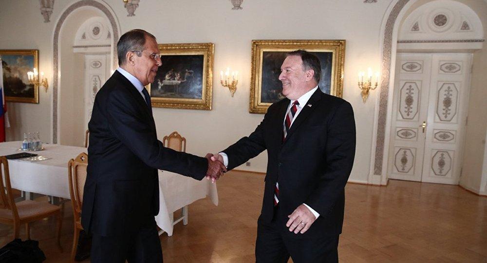Lavrov ile Pompeo, ilk yüz yüze görüşmelerini gerçekleştirdi