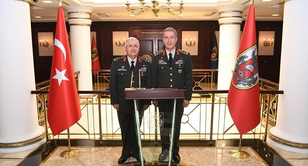 Millî Savunma Bakanlığına atanan Orgeneral Hulusi Akar ve Orgeneral Yaşar Güler