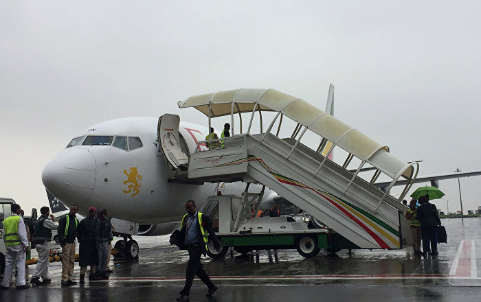 Etiyopya ve Eritre arasında yaklaşık 1 buçuk ay önce yeniden barış sürecine girilmesinin ardından Etiyopya Havayolları başkent Addis Ababa'dan Eritre'nin başkenti Asmara'ya ilk ticari uçuşunu gerçekleştirdi. 20 yıl sonra yapılan ilk ticari uçuş için yapılan törende konuşan Etiyopya Havayolları Başkanı Tewolde GebreMariam Bugün Eritre ve Etiyopya'nın tarihinde özgün bir olay yaşandı ifadesini kullandı. Tewolde 15 dakika arayla Eritre'ye 2 uçuş yapıldığını belirterek Aynı zamanda iki uşuşun gerçekleşmesi insanların bu konudaki hevesini gösteriyor dedi.