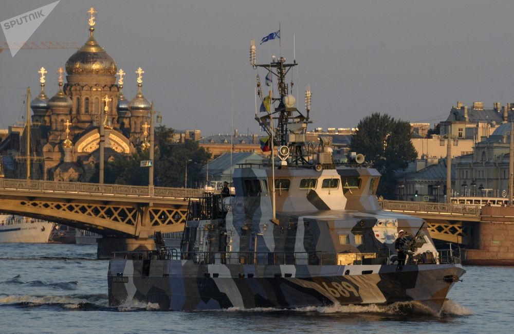 St. Petersburg'da Rusya Deniz Kuvvetleri Günü askeri geçit provası