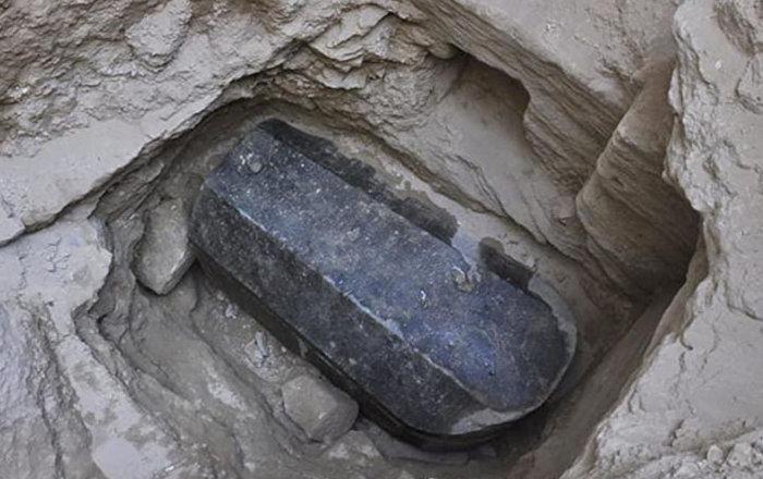 Mısır'daki kara lahidin içinde bulunan mumyaların sır perdesi açılıyor