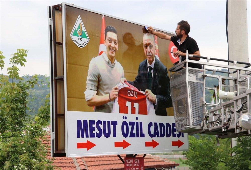 Mesut Özil'e memleketi Devrek'ten destek