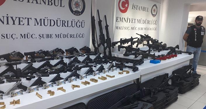 'Adnan Oktar' operasyonunda ele geçirilen silahlar görüntülendi