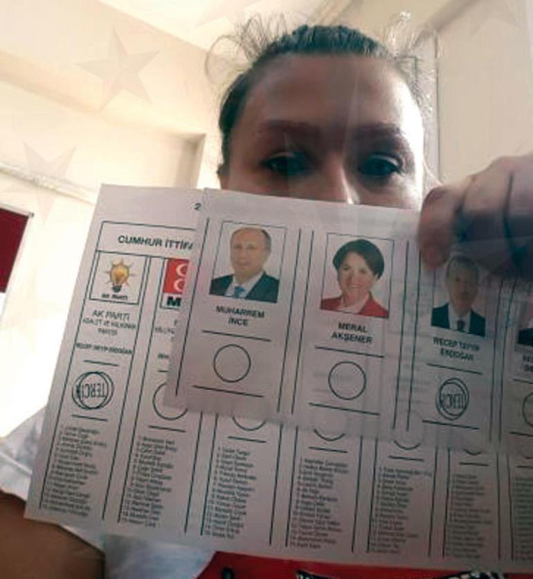Güllü S., oy pusulasıyla çektirdiği fotoğrafı paylaştı