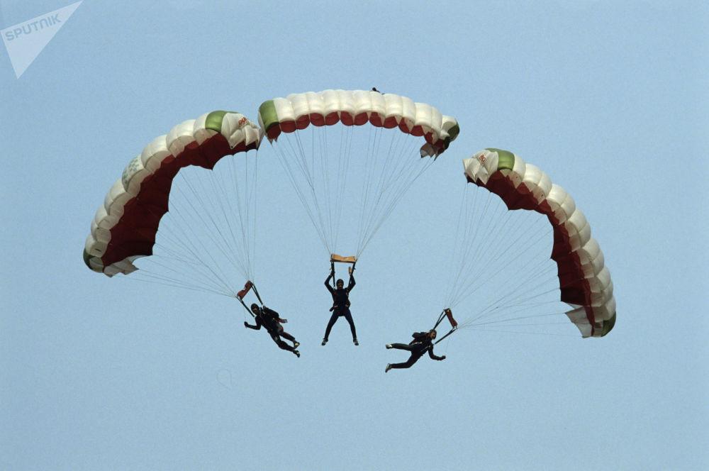 Gökten aşağa: SSCB'de paraşüt sporu