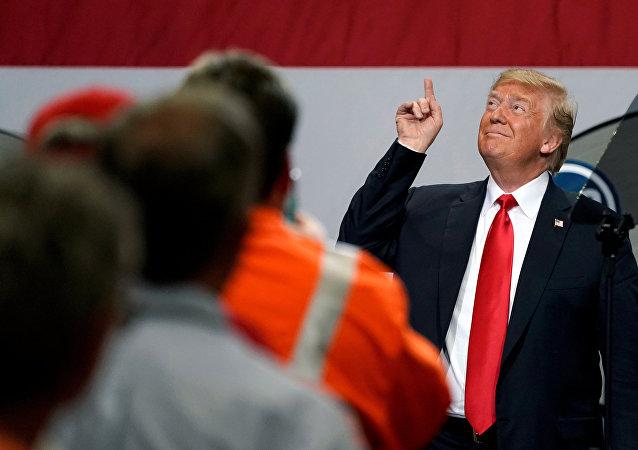Donald Trump Granite City'de çeliş işçilerine seslendi.