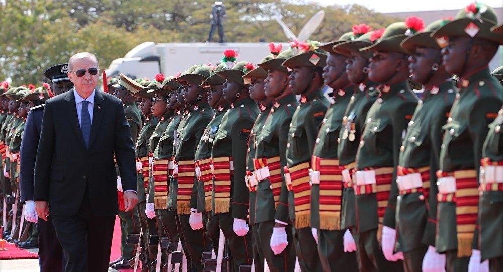 Cumhurbaşkanı Erdoğan, Zambiya'da resmi törenle karşılandı