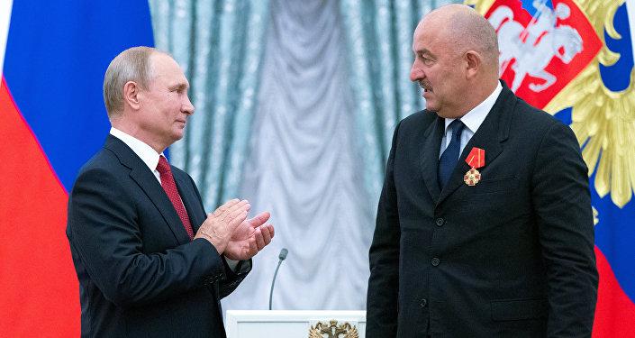 Putin, Çerçesov'a Aleksandr Nevski Nişanı'nı bizzat takdim etti.