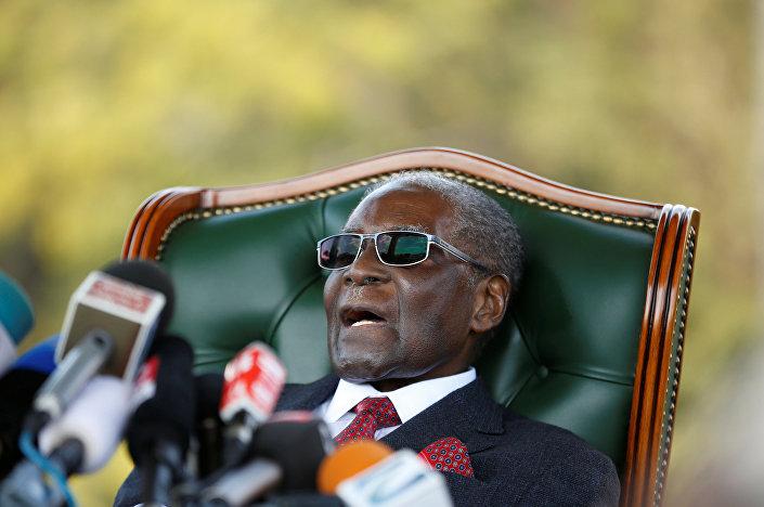 Mugabe, başkent Harare'deki özel konutu 'ÔBlue RoofÕ'da basın toplantısı düzenledi.