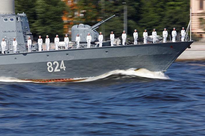 Bu yıl içinde donanmaya 26 yeni gemi eklenecek. Gemilerden 4'ü Kalibr füzesi sitemi donanımına sahip olacak açıklaması yapan Putin,  donanmaya bu yıl halihazırda 4 denizaltı, 1 sabotaj önleyici tekne, 3 ikmal gemisi eklendiğini hatırlattı.