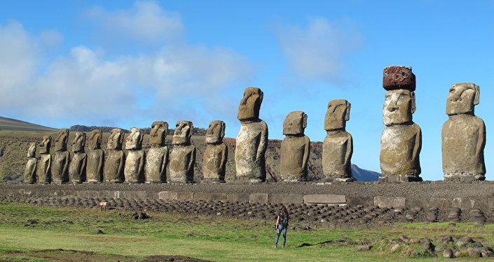 Paskalya Adası'ndaki Moai heykelleri