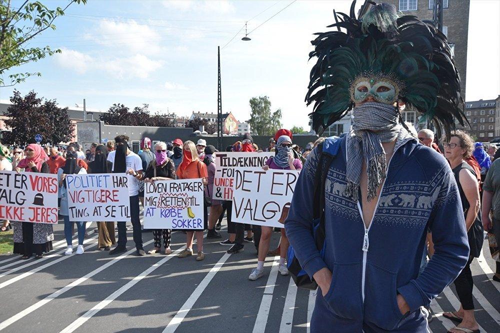Danimarka, peçe ve burka yasağı protestosu