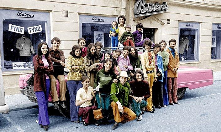 Usame bin Ladin (sağdan ikinci), 1971'de ailesiyle birlikte İsveç seyahatinde