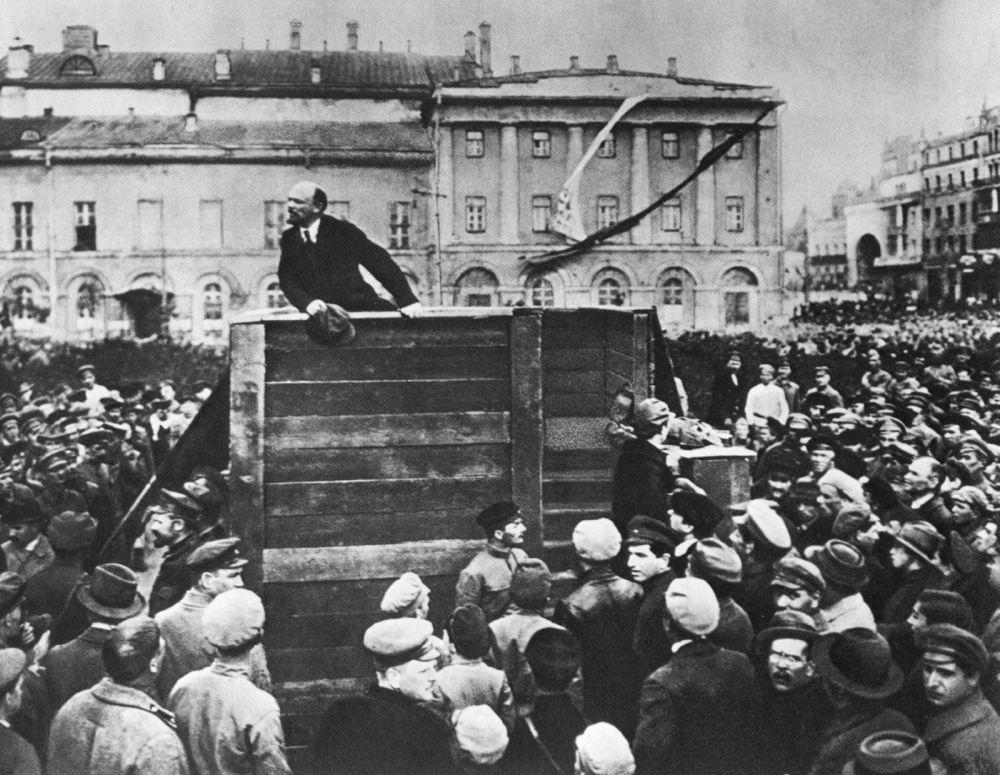 SSCB tarzı photoshop: Sovyet liderlerin sansürcüler tarafından değiştirilen fotoğrafları 70