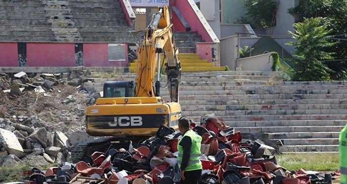 Eskişehir'de millet bahçesi için stadın yıkımına başlandı