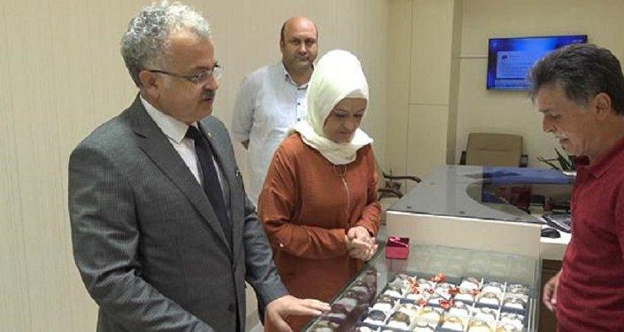 Rize Belediye Başkanı Reşat Kasap, eşinin altınlarını bozdurdu