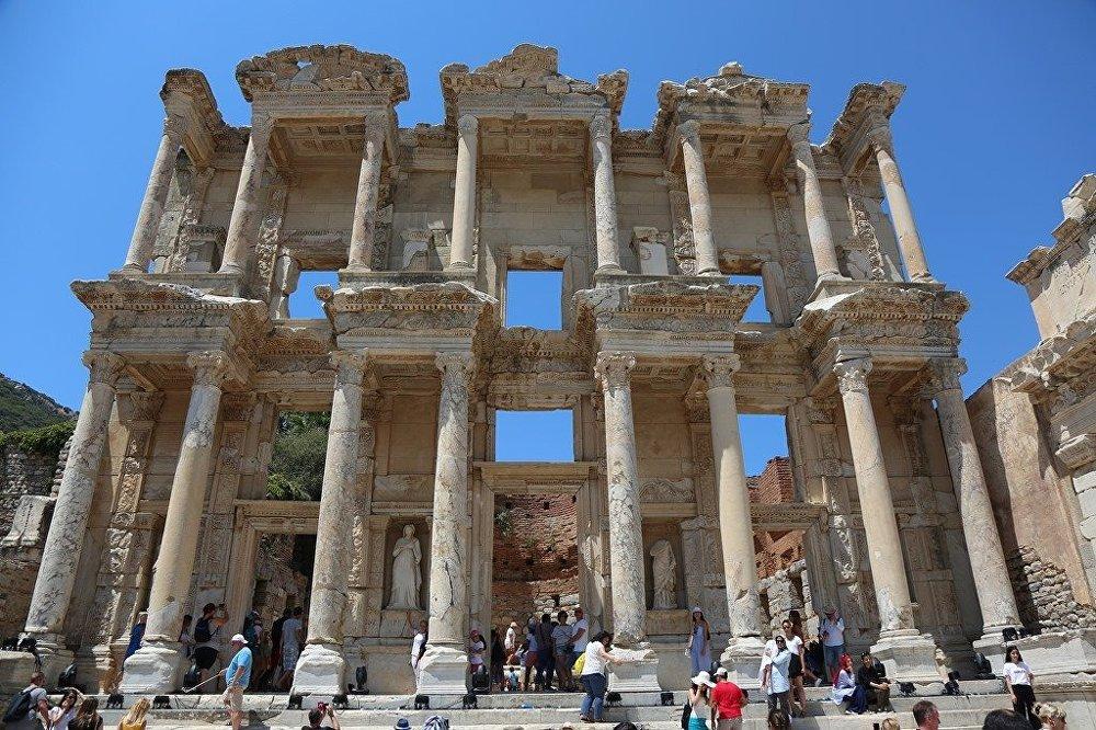 Antik Kent Efes'e turist akını