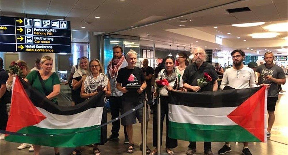 Gazze ablukasını delmeye çalışırken 5 gün önce İsrail tarafından gözaltına alınan İsveçli aktivistler Ellen Hansson, My Rut Leffler ve Ferry Sarpooshan ülkelerine döndü.