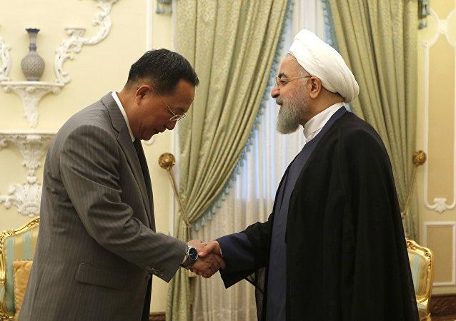 İran Cumhurbaşkanı Hasan Ruhani- Kuzey Kore Dışişleri Bakanı Ri Yong-ho