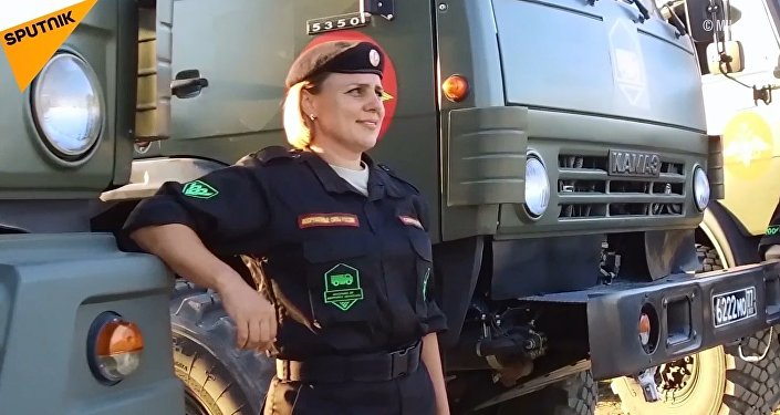 Rus kadın askerlerin katılımıyla nefes kesen kamyon yarışı