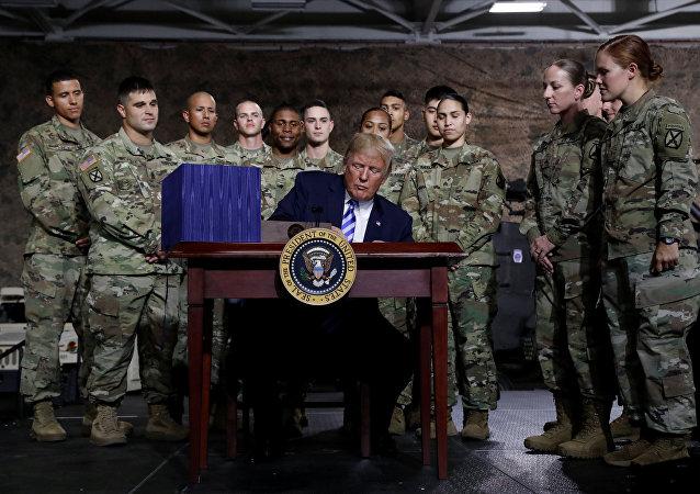 Trump, F-35 savaş uçaklarının Türkiye'ye teslimatını askıya alan bütçe yasasını onayladı