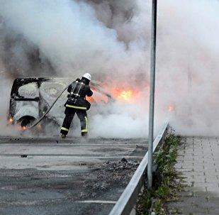 İsveç'in çeşitli kentlerinde 97 araç kundaklandı