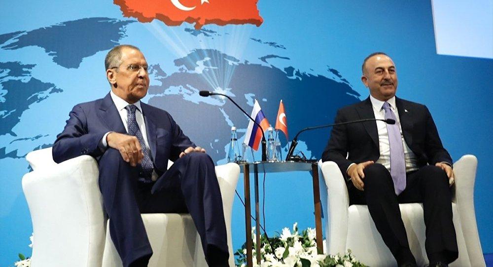 Lavrov, Türk büyükelçilerle bir araya geldi