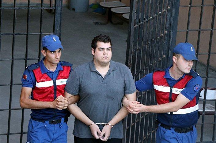 Yunan askerleri tutuksuz yargılanacak