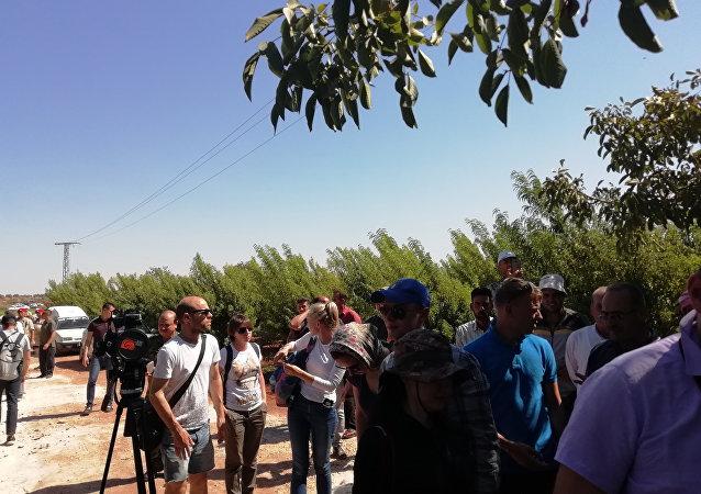 Rus ve yabancı gazetecilerden oluşan delegasyon Hama'nın kuzeyini ziyaret etti