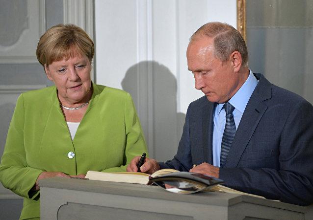 Berlin'de Putin-Merkel görüşmesi başladı